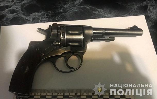 В электричке под Киевом военный расстрелял из нагана хулиганов
