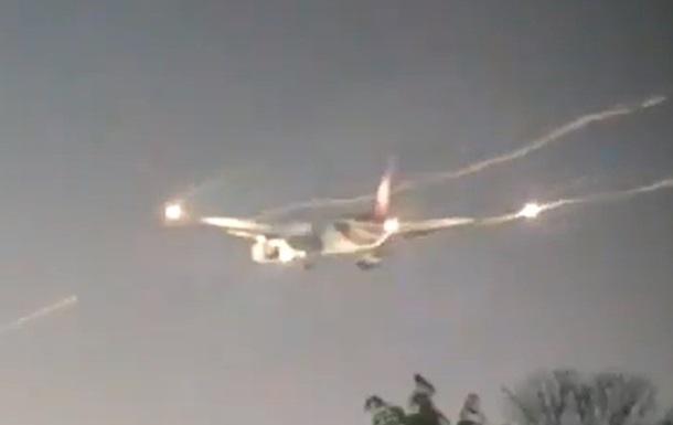 В Лондоне самолет совершил внеплановую посадку