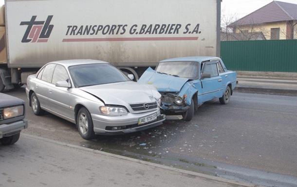 В Днепре столкнулись четыре авто: возникла пробка