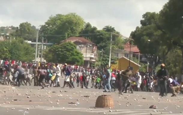 На Гаити проходят массовые антипрезидентские протесты