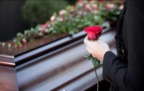 В Украине резко подорожали похороны