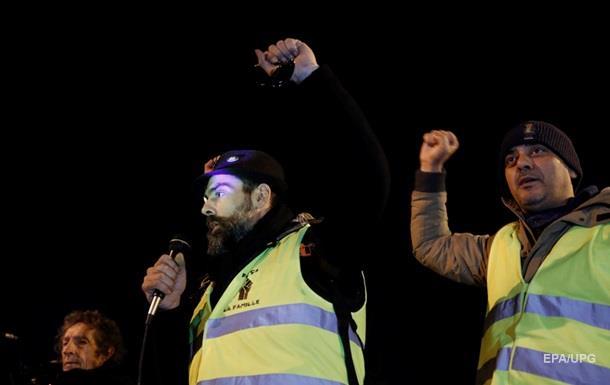 Желтые жилеты  устроили погром в редакции французской газеты