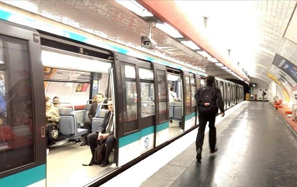 В Париже произошла атака в метро с применением кислоты