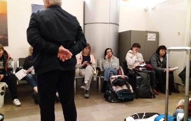 В аэропорту Израиля удерживали 140 украинцев