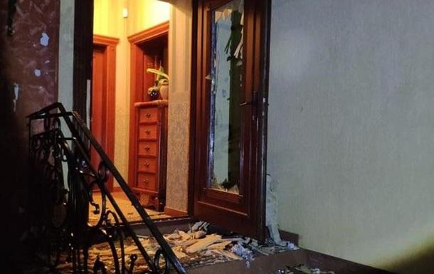 На Закарпатье из гранатомета обстреляли дом