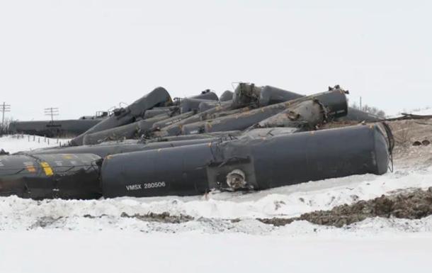 В Канаде поезд с нефтью сошел с рельсов