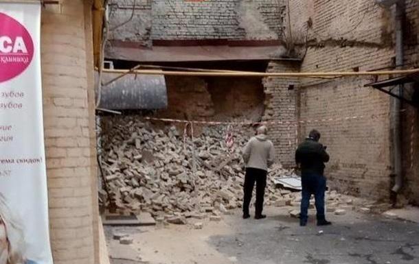 В центре Киева обрушилась стена здания
