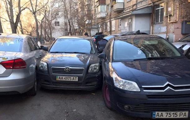 У Києві поліція з гонитвою затримала подружню пару