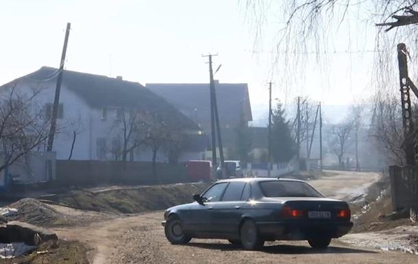 На Прикарпатті директор школи і фізрук побили копів