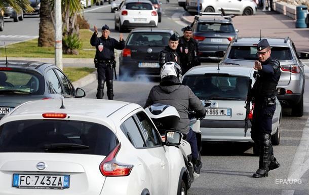 У Франції чоловік із ножем напав на перехожих