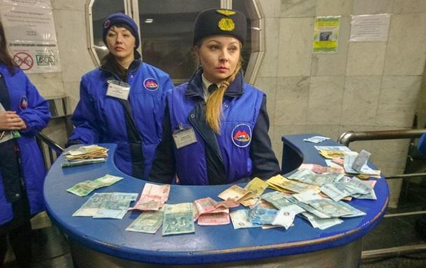 Харківські активісти влаштували пропуск у метро за старими тарифами