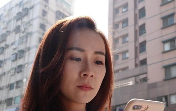 Яркий экран смартфона  сжег  тайке глаза