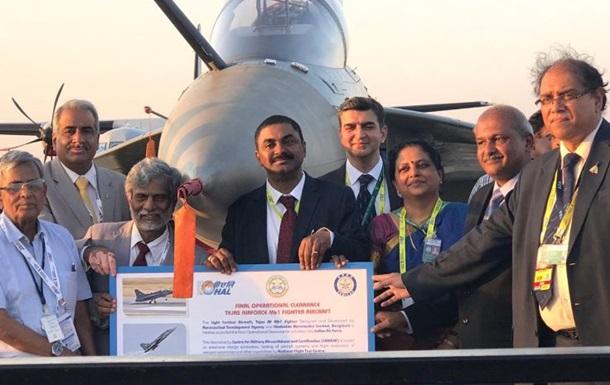 В Индии принят на вооружение первый истребитель собственной разработки