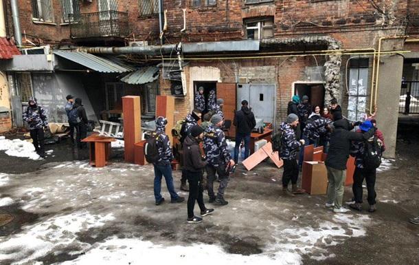 В Харькове разгромили офис  черных риелторов  - СМИ