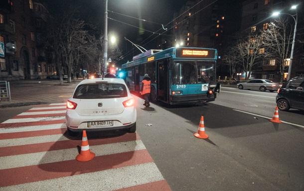 У Києві ДТП за участю тролейбуса: постраждала однорічна дитина