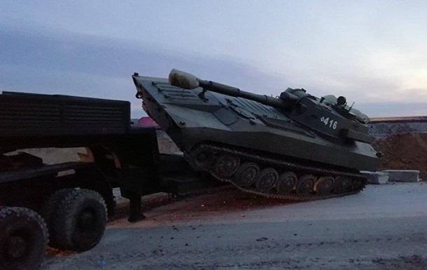 У Криму потрапила у ДТП вантажівка з бронетехнікою, є жертви