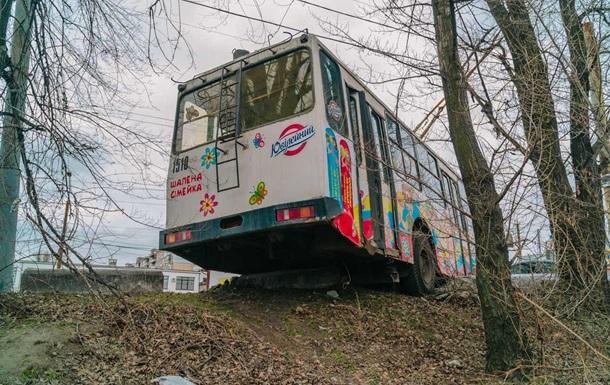 У Дніпрі водій тролейбуса втратив свідомість за кермом