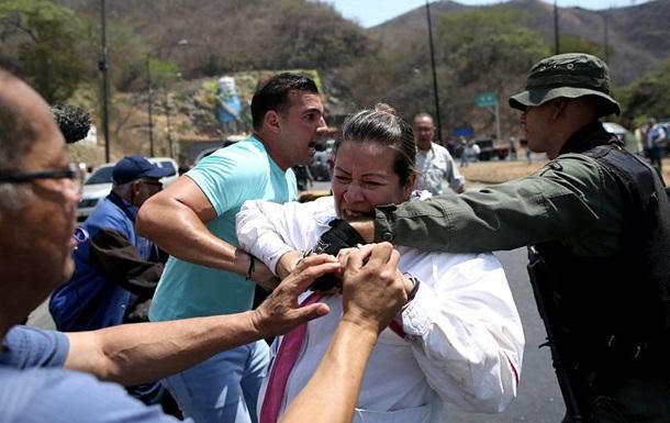 В Венесуэле произошли столкновения оппозиции и полиции из-за гумпомощи