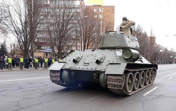 В Кривом Роге прошел парад в честь освобождения от фашистов