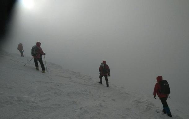 На Прикарпатті до туристів, що замерзають у горах, відправили рятувальників