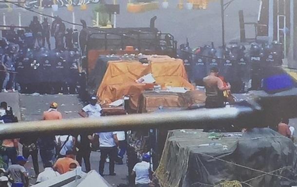 Гуайдо заявил о прорыве гуманитарки в Венесуэлу