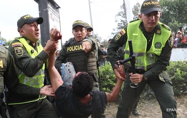 На границе с Венесуэлой пострадали почти 300 человек − МИД Колумбии