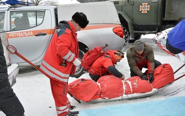 Порятунок туристів у Карпатах: троє рятувальників звернулися в лікарню