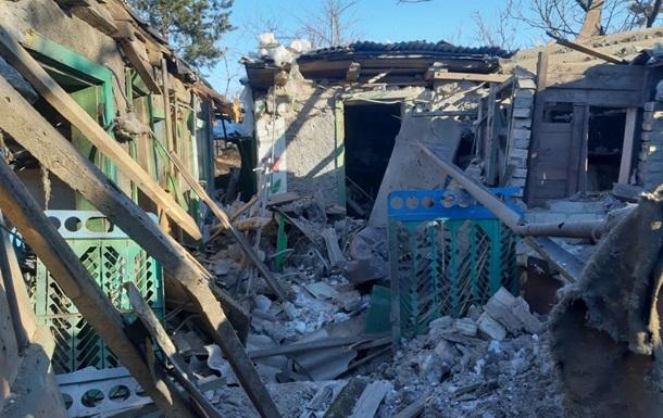На Донбасі обстріляли місто з важкої артилерії