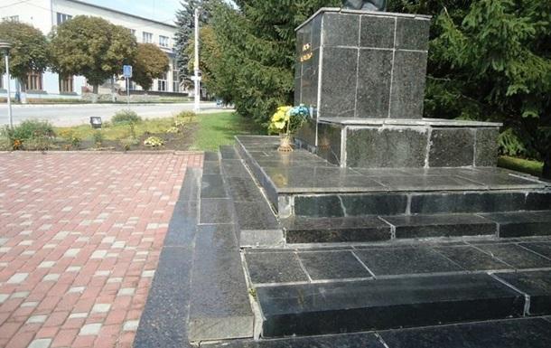 Поселковый совет обвинили в растрате денег на памятник Шевченко