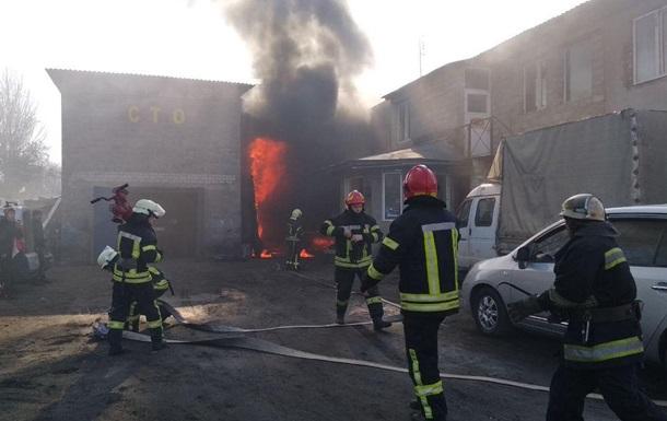 В Киеве горела СТО, есть пострадавший