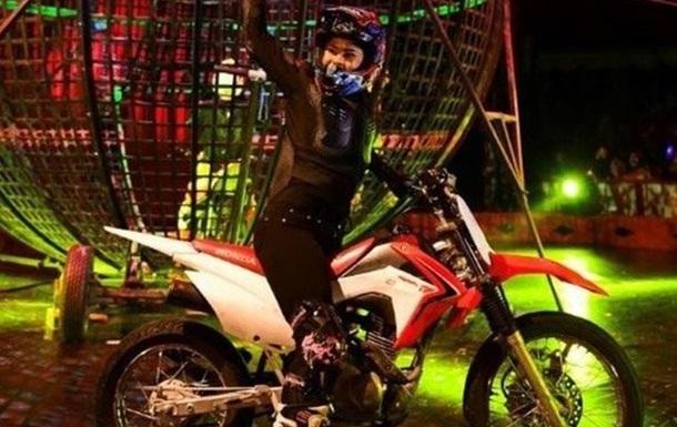 Мотоциклисты-циркачи столкнулись во время шоу