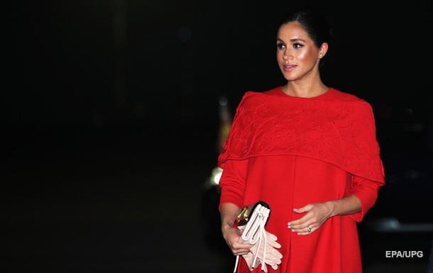 Меган Маркл вышла в свет в платье за 99 000 фунтов