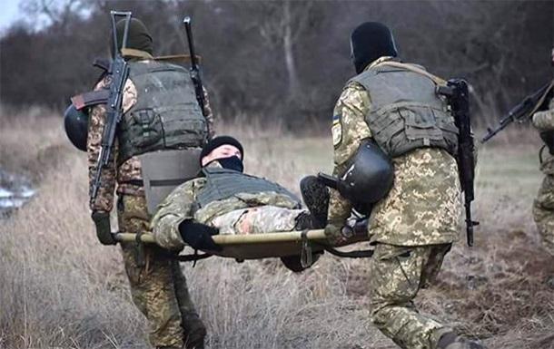 На Донбасі поранені троє українських військових