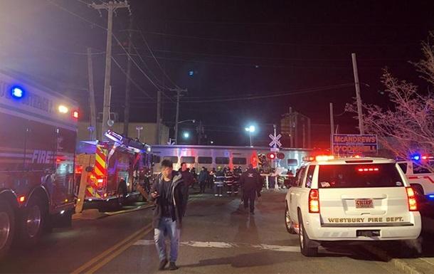 В Нью-Йорке поезд врезался в грузовик