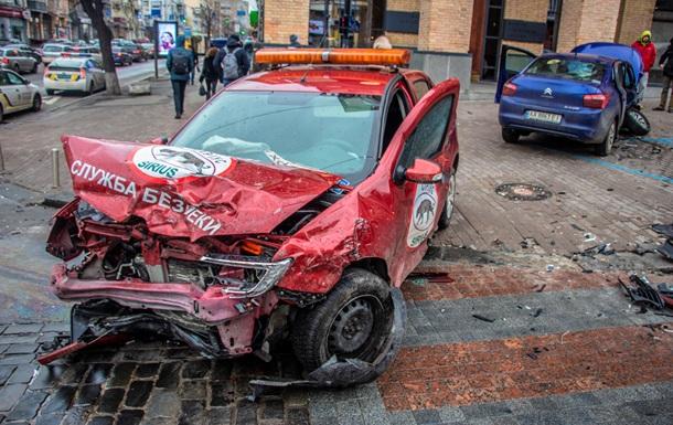 У Києві ДТП за участю авто охоронної фірми: є постраждалі