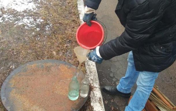 Укрзалізницю звинуватили у скиданні нафтопродуктів у каналізацію Києва