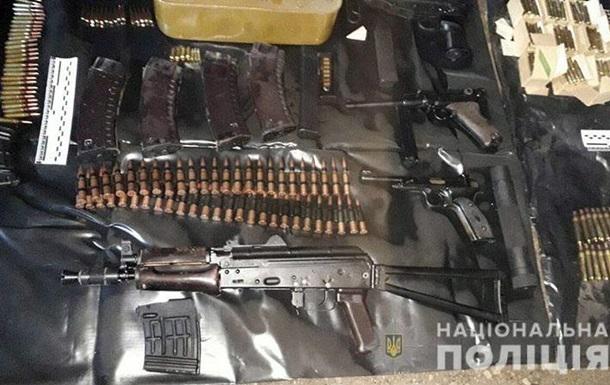 В гараже Мариуполя полиция обнаружила арсенал оружия