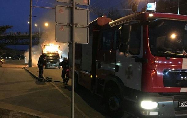 В центре Днепра сгорел автомобиль Газель