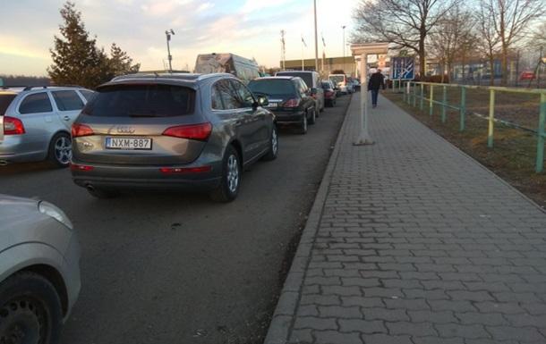 Саботаж таможенников: Венгрия не пускает украинцев