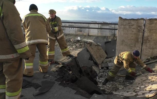 В Луганске обвалилась крыша в многоэтажке