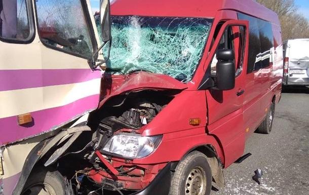 На Львовщине четыре человека пострадали в тройном ДТП
