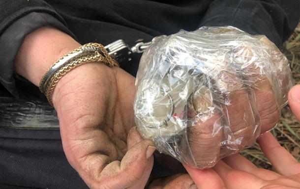 Под Киевом мужчина пытался бросить гранату в полицейских
