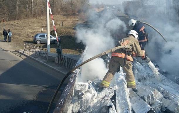 На Прикарпатті під час руху загорівся вантажний потяг