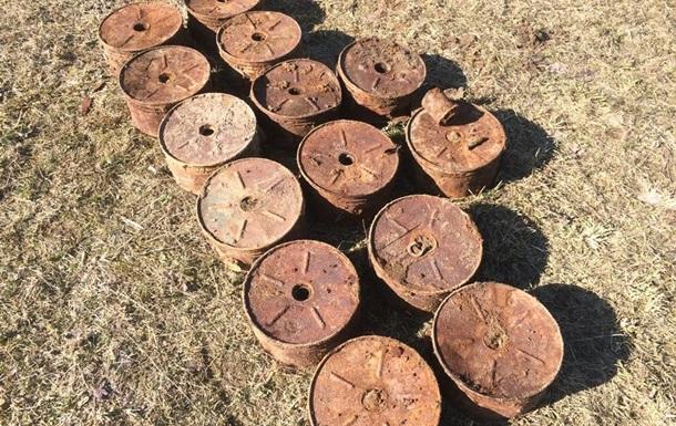 У Волинській області на городі викопали 14 протитанкових мін