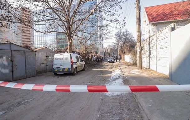 У Києві біля гаражів знайшли труп немовляти