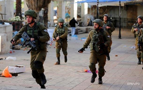 Палестинці на машині напали на ізраїльських військових