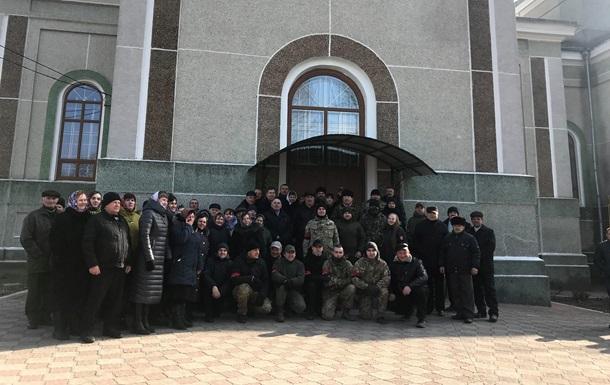 В Тернопольской области Правый сектор не пустил верующих УПЦ МП в храм