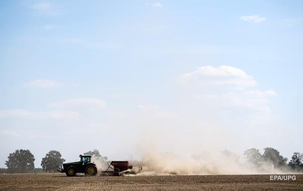 В Полтавской области при падении с трактора погиб ребенок