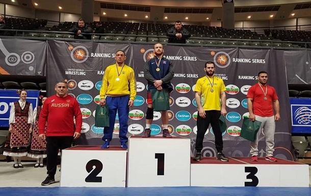 Украинские борцы выиграли восемь медалей на престижном турнире в Болгарии