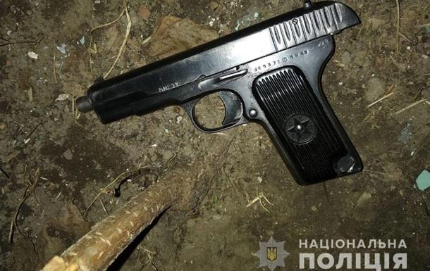 В Днепре мужчина угрожал прохожим пистолетом